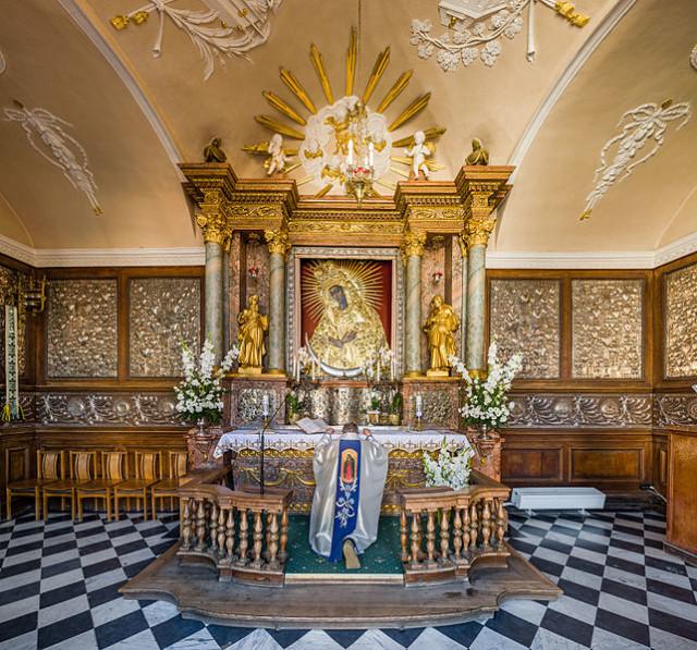 Wnętrze Kaplicy Ostrobramskiej, fot. Diliff (CC BY-SA 3.0).