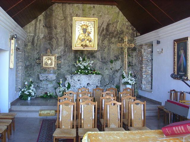 Ołtarz w Sanktuarium Matki Boskiej Skałkowej, fot. M.Gola (CC BY-SA 3.0)