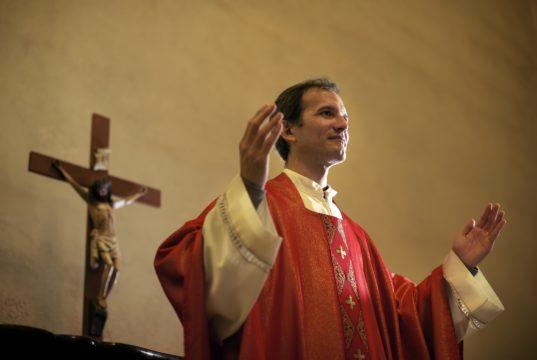Pomoce duszpasterskie - niezbędnik każdego kapłana