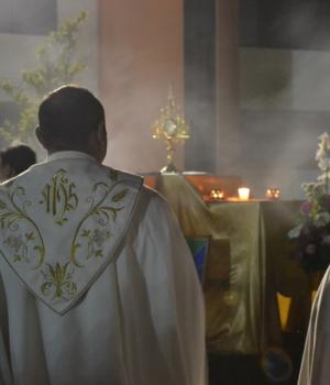 Od czego zależy kolor szat liturgicznych?